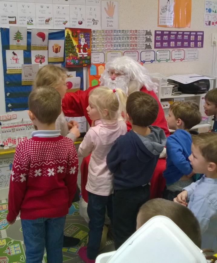 Passage du Père Noël à l'école maternelle